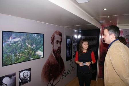 Motril acoge una exposición itinerante del arquitecto Antonio Gaudí