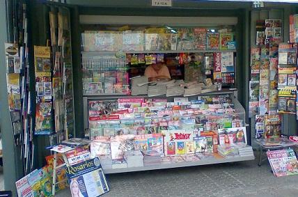 Los propietarios de un kiosco de Motril devuelven 8.000 euros metidos en una bolsa y que sus propietarios habían dejado olvidada en el suelo