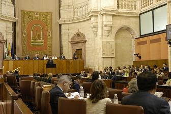 Centenar y medio de motrileños de los Centros de Día visitan el parlamento andaluz
