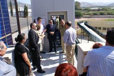 Motril inaugura el ascensor y la pasarela del Polideportivo municipal para reducir las dificultades de accesibilidad de mayores y discapacitados