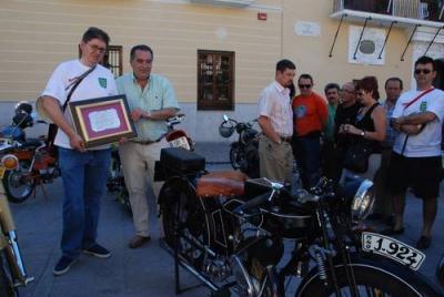 Centenares de aficionados y amantes de las motos antiguas se dan cita en Motril en la décimo novena edición de la concentración