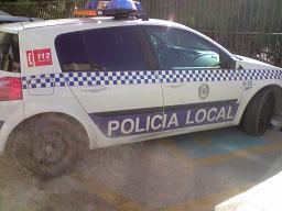 Condenan a un vecino de Motril a un año de prisión y una multa de 1.440 euros por rayar un vehículo de un policía local