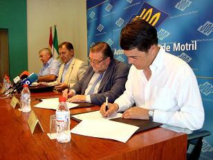 La travesía en moto de salvamento Motril Melilla Motril se rubrica con la firma de un convenio