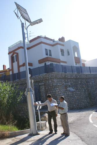 13 luminarias fotovoltaicas atienden las reclamaciones vecinales en la zona de La Nacla