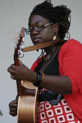La canadiense de origen haitiano Melissa Laveaux en el Festival de Nuevas Tendencias de Salobreña