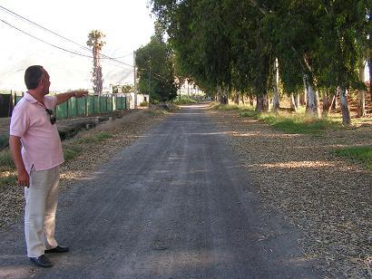 Salobreña arregla provisionalmente los caminos rurales con un material ecológico