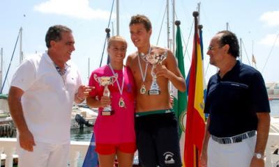 Tres centenares de nadadores en la travesía a nado del puerto de Motril