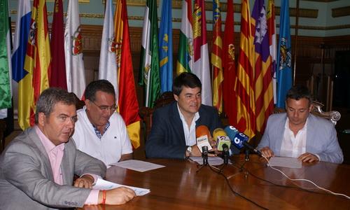 El alcalde de Motril muestra su satisfacción por el alto índice de participación habido en las Fiesta Populares