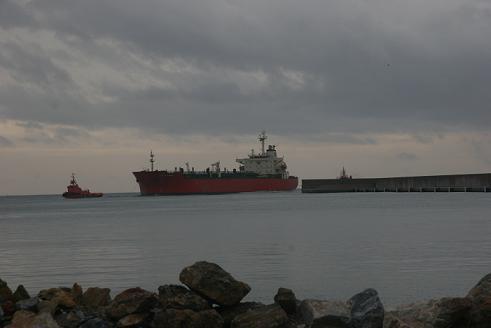 Crecen la mercancía general y los graneles líquidos en el Puerto de Motril