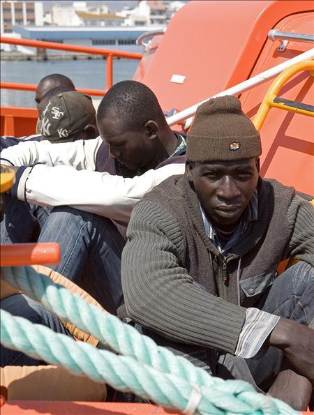 Treinta y siete inmigrantes llegan en patera a Motril. Entre ellos dos mujeres embarazadas
