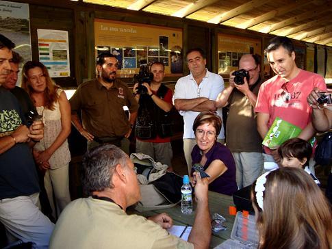 Anillamiento de aves en La Charca de Suárez en el Día Mundial de la Aves