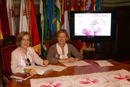 Motril presenta su campaña contra el cáncer de mama