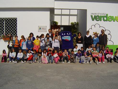 """Alumnos del colegio """"Nuestra Señora de la Salud"""" de Ítrabo inauguran el curso en el Aula Ambiental  Verde Vélez"""