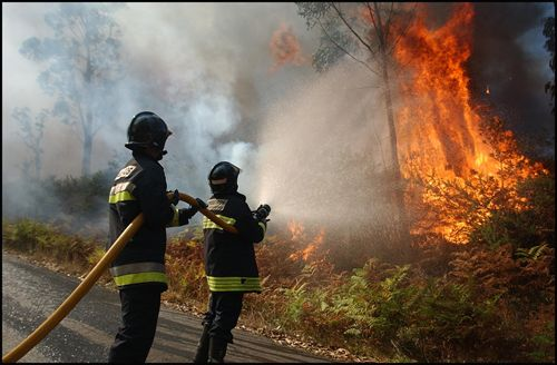 Incencio en Los Guájares. Intervienen en su extinción Infoca y bomberos de Motril