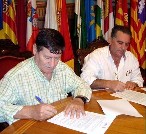 El Área de Deportes sigue con la línea de apoyo a los clubes con la firma de un acuerdo con la AD Mutrayil