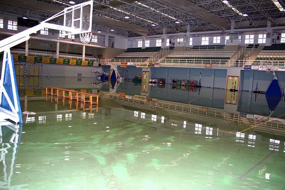 Las lluvias del fin de semana provocan inundaciones en el pabellón y la piscina municipal