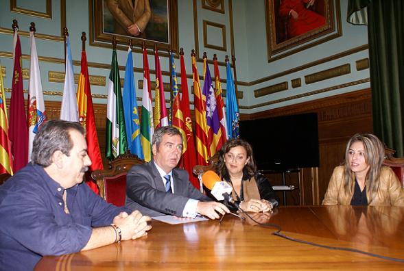 El Ayuntamiento de Motril y el Motril Club de Fútbol unidos por Carolina