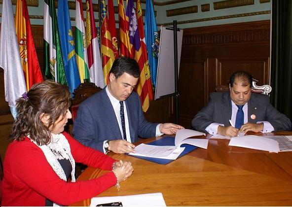 El Ayuntamiento de Motril firma un convenio de colaboración con la Fundación de Secretariado Gitano