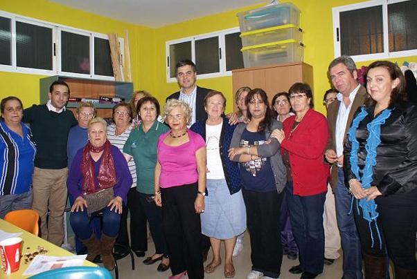 El alcalde comparte las castañadas con los vecinos de los barrios de Motril