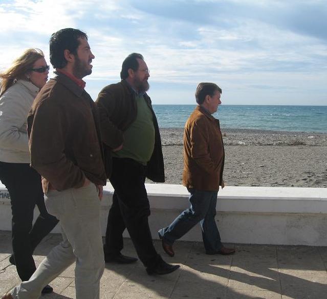 El presidente de Diputación visita las playas de Torrenueva tras las fuertes lluvias