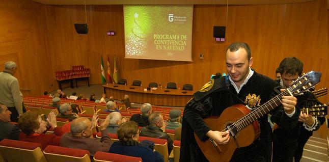 Más de 100 mayores de la provincia pasaron la Nochebuena juntos en Almuñécar