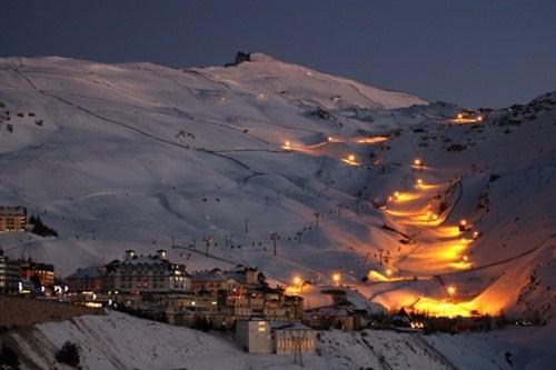 Desde el 1 de enero se podrá esquiar de noche en Sierra Nevada