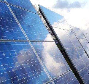 El campo de fútbol de Torrenueva reducirá en un 75% la factura de agua con placas solares
