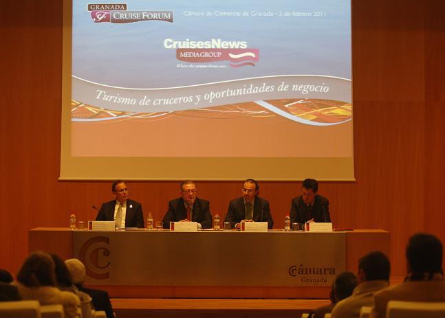 """Instituciones y empresarios se alían para """"reinventar"""" el destino Granada y atraer más al turismo de cruceros"""