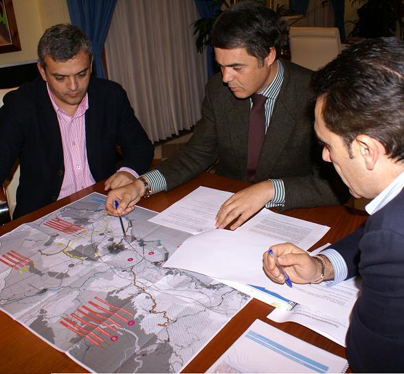 Motril defiende en Sevilla sus alegaciones al Plan Subregional