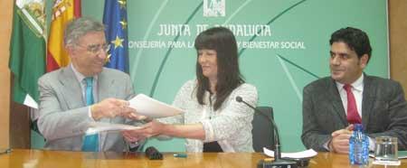 Junta subvenciona con 100.000 euros a la UNED para que haga accesibles sus centros de Algeciras, Córdoba, Baza y Motril