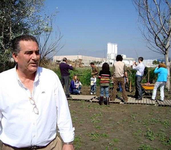 La Charca de Suárez acoge la tercera reforestación con la participación de medio centenar de personas