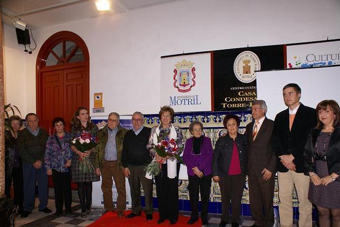 José Luis Martínez Peregrina recibe el homenaje por su implicación con lo mayores de Motril