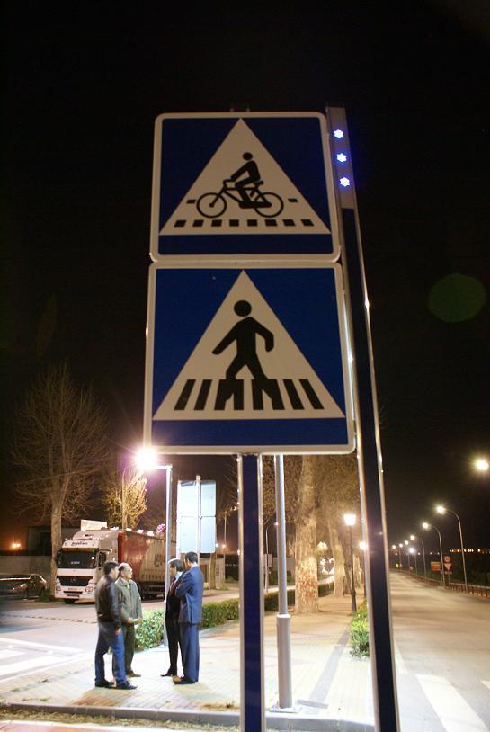 Más seguridad en la carretera del Puerto con la señalización de los pasos peatonales