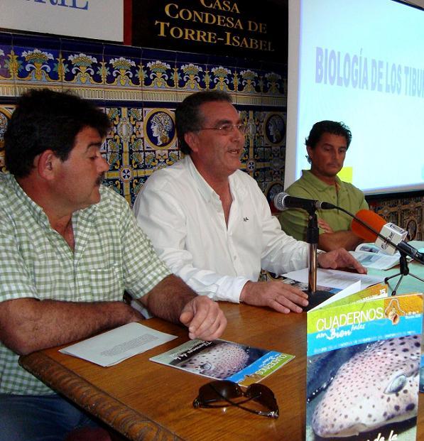 Presentado el Cuaderno medioambiental dedicado a los Tiburones de la Costa Tropical