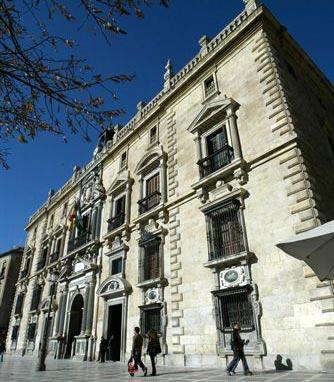 Piden cárcel para dos acusados de estafar en Almuñécar,  a dos matrimonios que pagaron por una vivienda turística