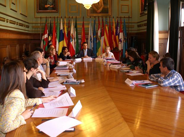 La Comisión de seguimiento de violencia de género solicita la creación de grupos de intervención con maltratadores