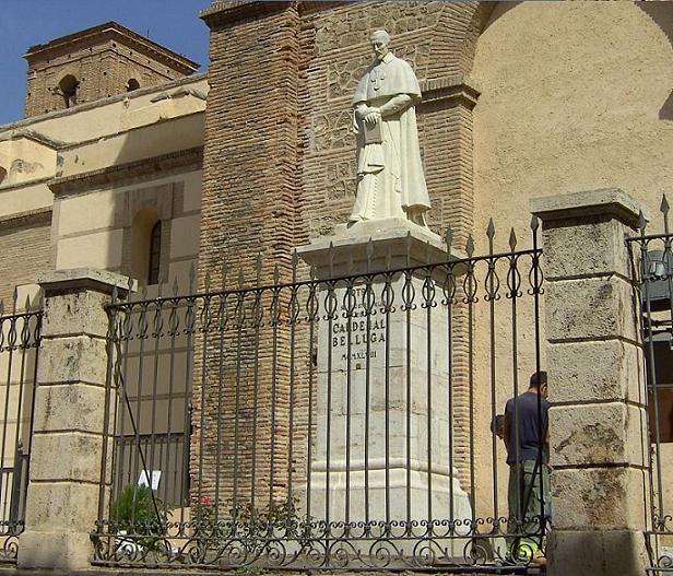 La estatua del Cardenal Belluga ya está ubicado en el lugar adecuado