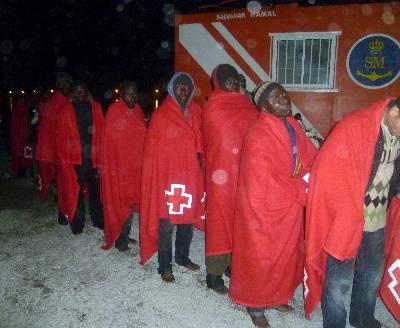 Rescatados 42 inmigrantes en embarcación a la deriva en costa de Granada