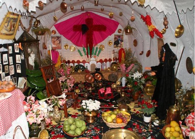 LA CRUZ DE MAYO DE LA CUEVA EN EL BARRIO DEL CASTILLO DE ALMUÑECAR SE HACE CON EL PRIMER PREMIO