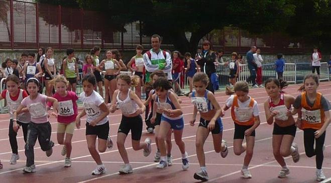 Un total de 450 escolares participaron en las pruebas de atletismo del Memorial Núñez Blanca en Motril