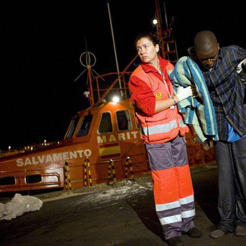 Rescatados 26 inmigrantes al zozobrar una patera en aguas de Granada