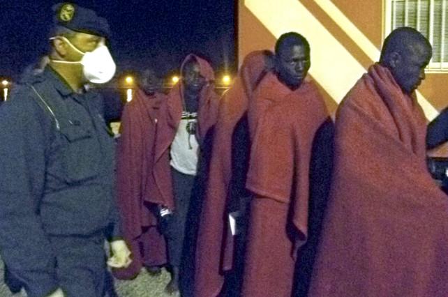 Salvamento Marítimo sigue buscando a 21 inmigrantes desaparecidos