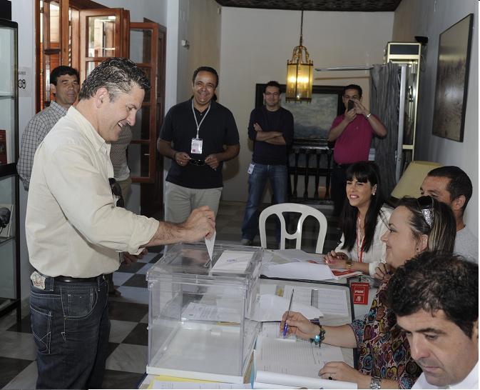 Francisco Pérez candidato de UPyD de Motril votaba a las 9 de la mañana