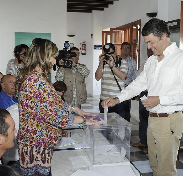 Carlos Rojas (PP) ejerció su derecho al voto a las 11 de la mañana en La Palma