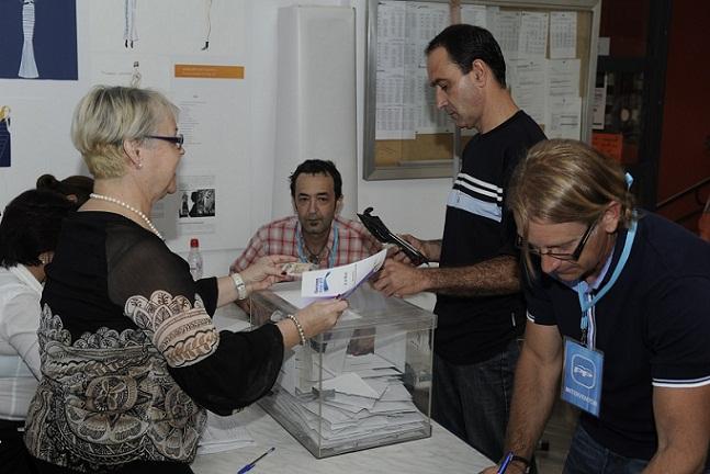 Se cierran los colegios electorales. Comienza el escrutinio del 22-M en la Costa de Granada