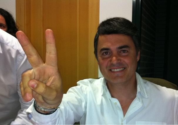 Carlos Rojas aclamado como alcalde en su sede. Gobernará en solitario con la mayoría absoluta de 13 ediles