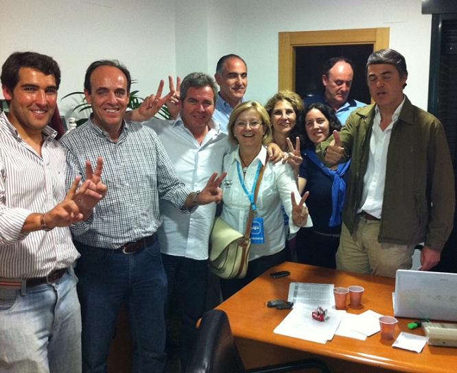 El PP de Motril ha subido un 4% en número de votos en comparación con 2007. Carlos Rojas celebra la victoria