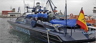 Buscan más de 80 fardos de hachís arrojados al mar desde una lancha
