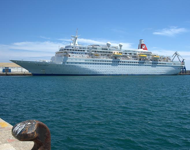 El crucero Black Watch atraca en el puerto de Motril