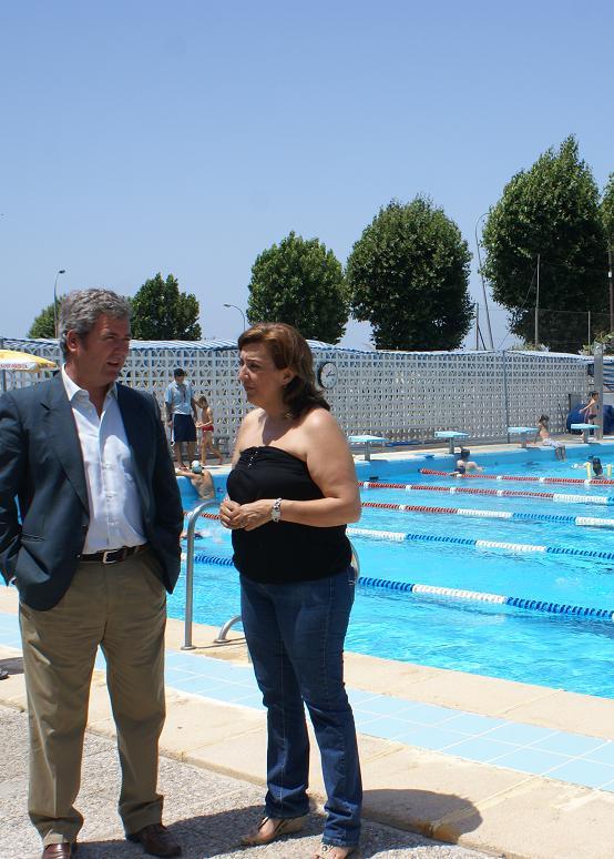 La ONCE organiza una jornada de convivencia en la piscina municipal